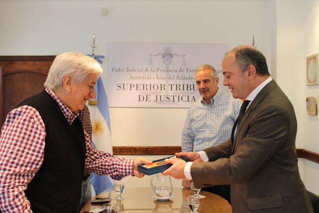 Autoridades del STJ se reunieron con Julio Piumato (2)