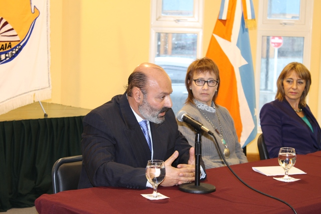 Dr. Muchnik en presentación firma de convenio