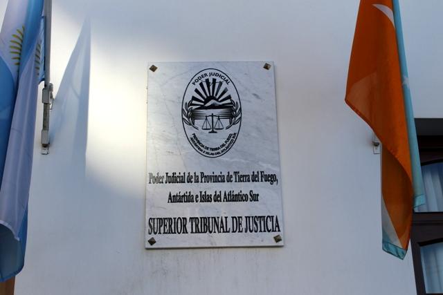 Frente STJ escudo
