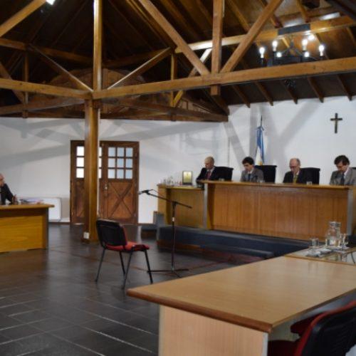 Ante la ausencia de acusación fiscal el Tribunal de Juicio absolvió al acusado de delito de abuso sexual