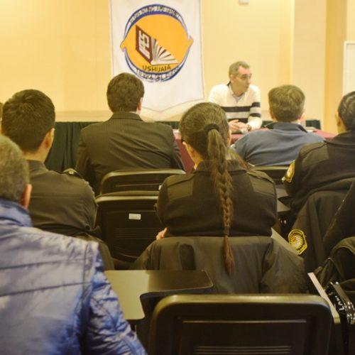 """Dictaron en Ushuaia conferencia sobre """"Ciberacoso y ciberhostigamiento"""""""