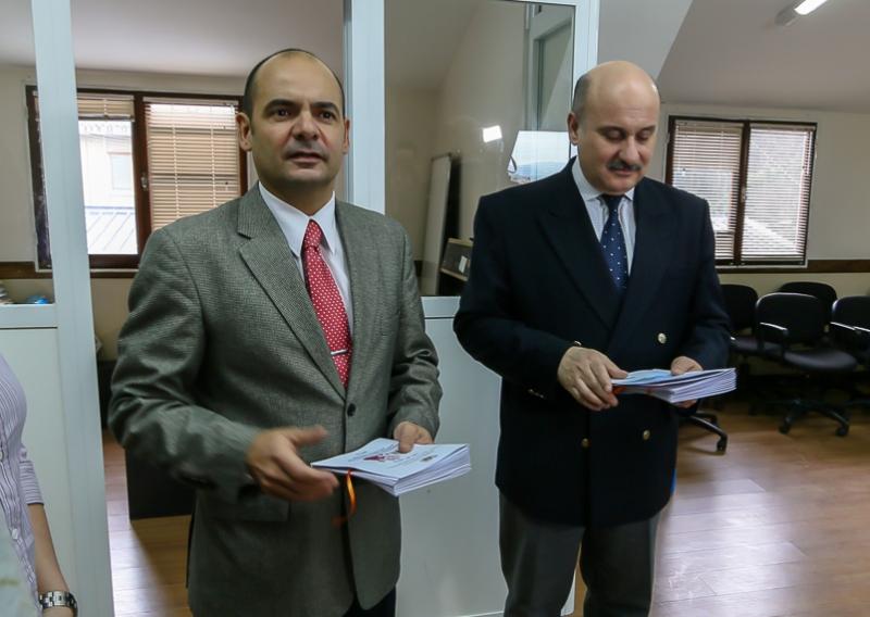 Los Doctores Ferreto y Visintin con los ejemplares en mano