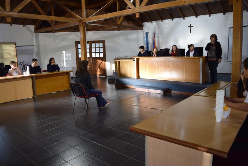 Foto ilustrativa simulación de juicio (1)