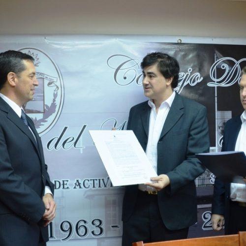 El Concejo Deliberante de Río Grande reconoció al Doctor Cesari Hernández por un libro de su autoría
