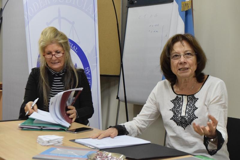 Dra María del Carmen Battaini junto a Silvia Vecchi