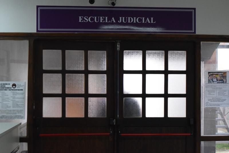 Puerta de acceso a la Escuela Judicial (1)