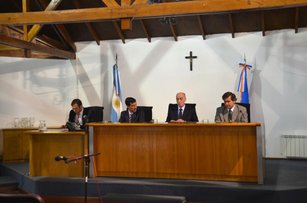 Tribunal de Juicio presidido por Dr. González