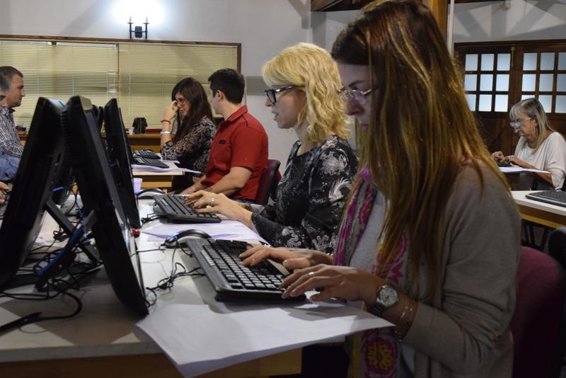 Foto archivo simulación de examenes de suficiencia (1)