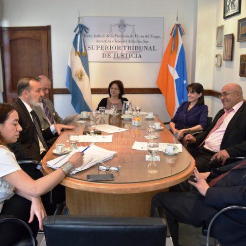 El Superior Tribunal de Justicia se reunió con la Asociación de Magistrados y la UEJN