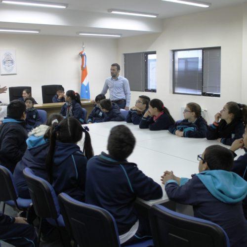 Alumnos del Cono Sur simularon ser jueces en su visita al edificio de Tribunales de Río Grande