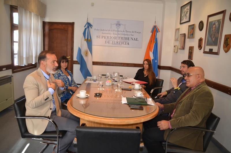 Comisión de RRHH con UEJN y Asociación de Magistrados (1)
