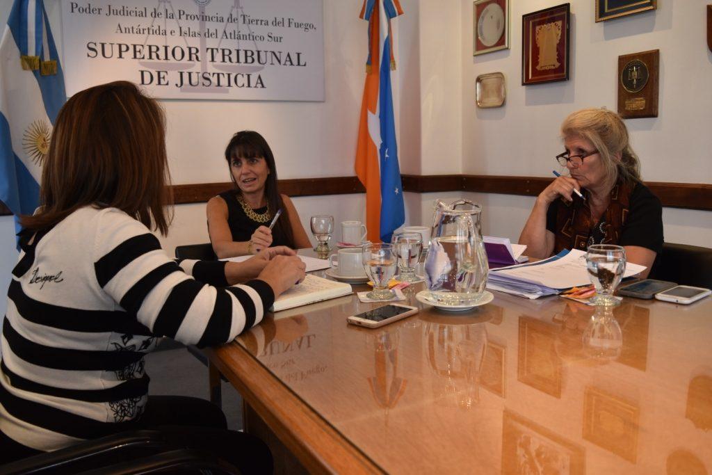 Las Doctoras Cruz, Vecchi y Name coordinan acciones de Casa de Justicia (1)