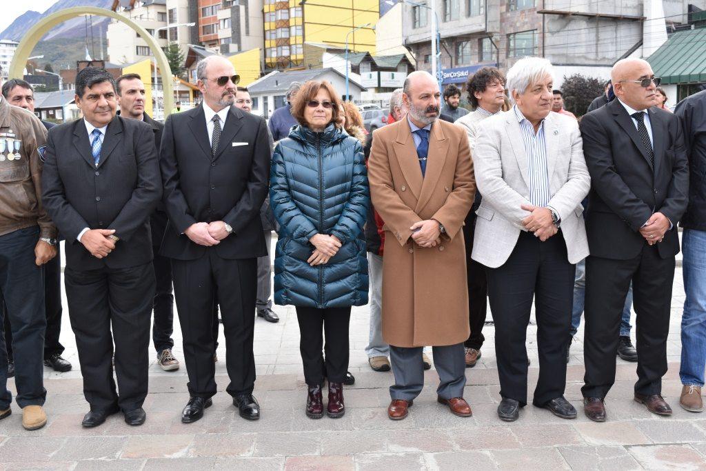 Autoridades en acto de Ex combatientes judiciales