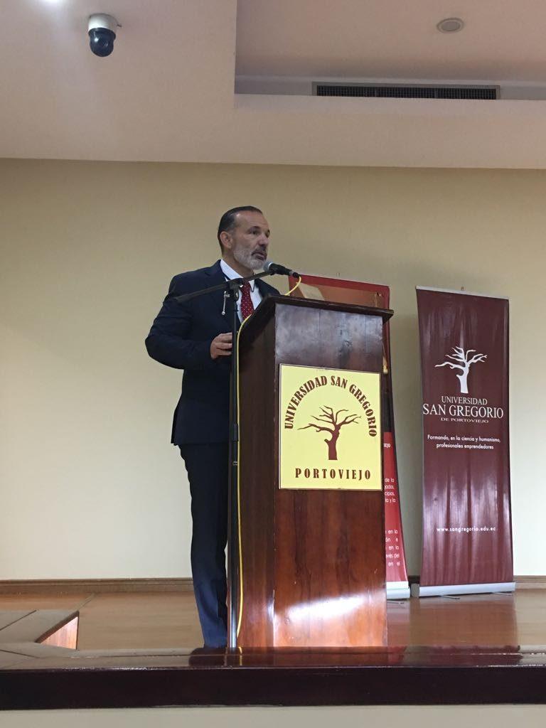 Disertación Juez Penza en Universidad de San Gregorio Ecuador