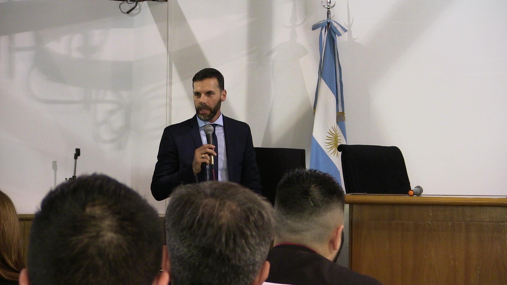 """Disertante Ezequiel Sallis en Conferencia sobre Teoría y Práctica de la investigación de los delitos informáticos"""""""