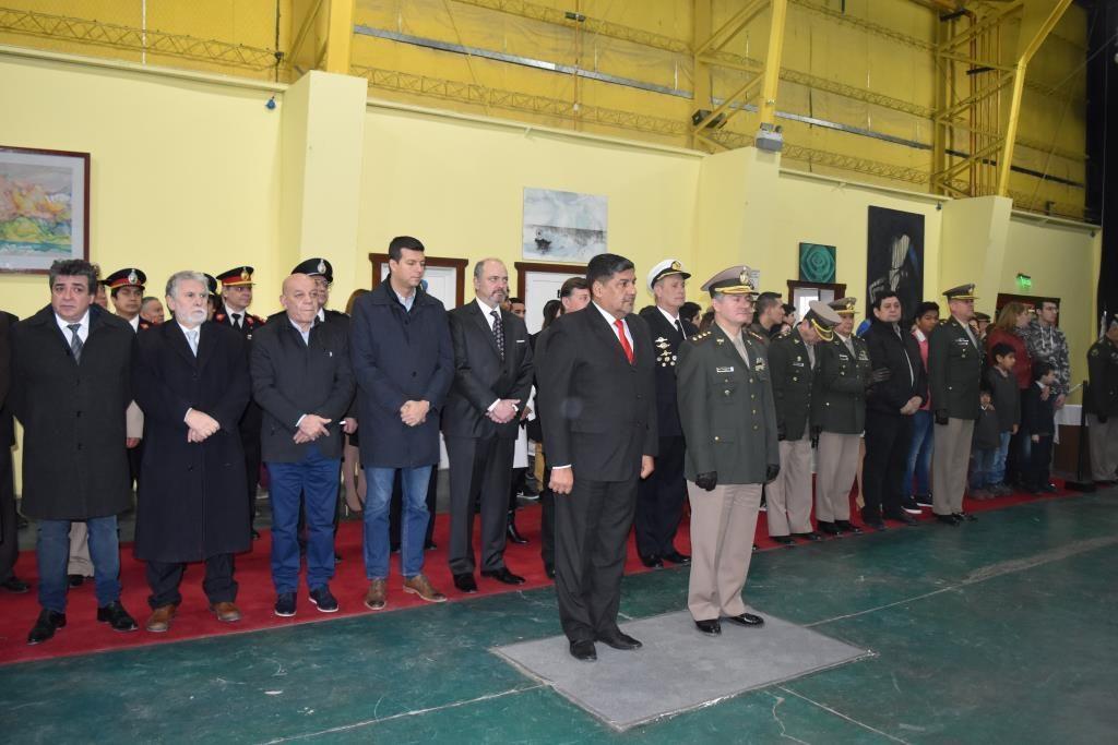 Sagastume en ceremonia Gendarmeria (1)
