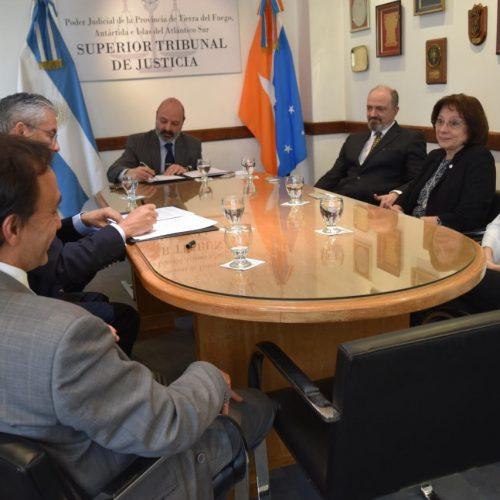 El Superior Tribunal de Justicia firmó convenios de colaboración, formación e intercambio