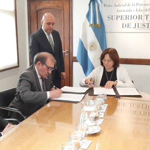 Firman convenio de cooperación con el CENT Nº 11 de Ushuaia