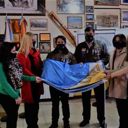 La Dra. Battaini acompañó entrega de pabellón nacional de parte de AMJA al Centro de Ex Combatientes de Ushuaia